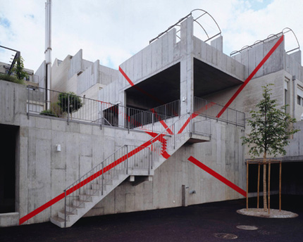 1996-Double-diagonale-croisee-(Boll-Sinneringen-Switzerland)-OffVantagePoint-Felice-Varini