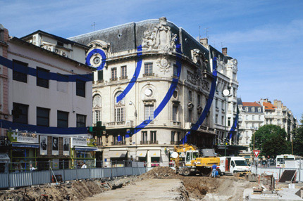 2005-Entre-ciel-et-terre-(Saint-Etienne-France)-OffVantagePoint-Felice-Varini