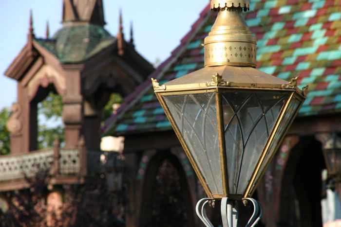 Lamp 1 DisneyLand Park 18 Aug 2011 (Photo by Gil Dekel) (23)