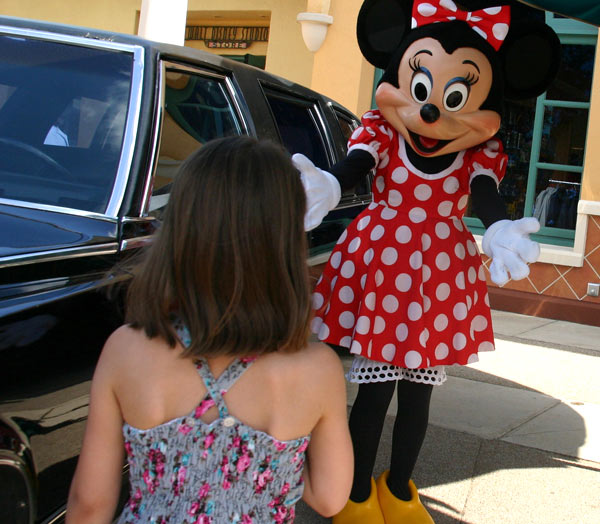 Minnie Mouse DisneyLand Park 19 Aug 2011 (Photo by Gil Dekel) (65)