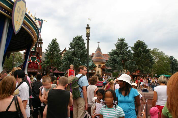Overcrowded DisneyLand Park 17 Aug 2011 (Photo by Gil Dekel)